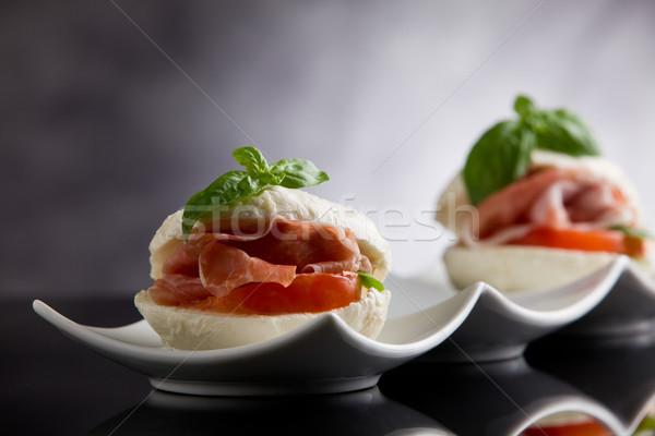 Doldurulmuş mozzarella peynir domuz pastırması içinde fotoğraf Stok fotoğraf © Francesco83