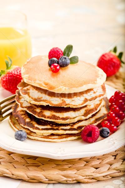 Palacsinták finom reggel reggeli asztal gyümölcsök Stock fotó © Francesco83
