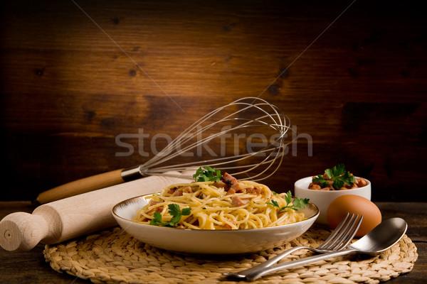 Makarna lezzetli spagetti domuz pastırması yumurta ahşap masa Stok fotoğraf © Francesco83