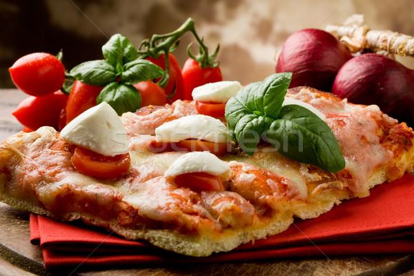 Stockfoto: Pizza · kerstomaatjes · mozzarella · heerlijk · plakje · houten · tafel