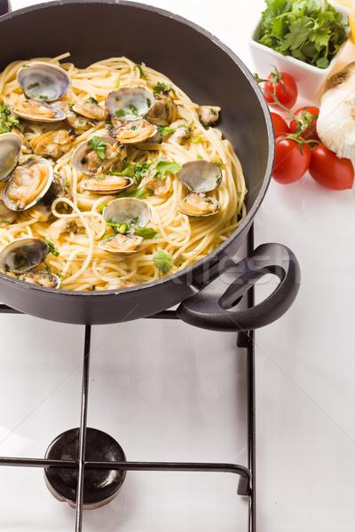Pâtes photo délicieux à l'intérieur pan alimentaire Photo stock © Francesco83