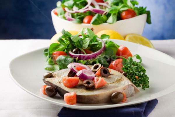 Grelhado espadarte misto salada branco toalha Foto stock © Francesco83