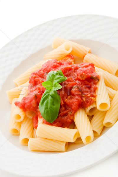 Stok fotoğraf: Makarna · domates · sosu · fesleğen · fotoğraf · lezzetli · beyaz