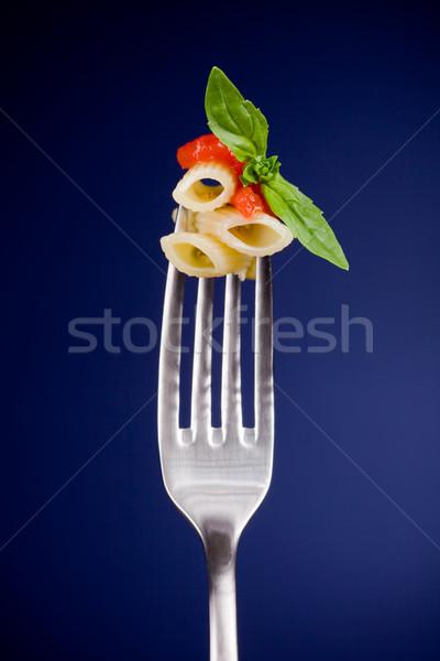Stok fotoğraf: çatal · makarna · domates · sosu · lezzetli · İtalyan · fesleğen