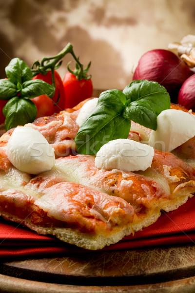 Stockfoto: Pizza · mozzarella · heerlijk · plakje · houten · tafel · tomaat