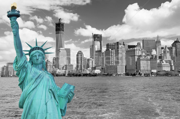 Vista bajar Manhattan estatua libertad monocromo Foto stock © frank11