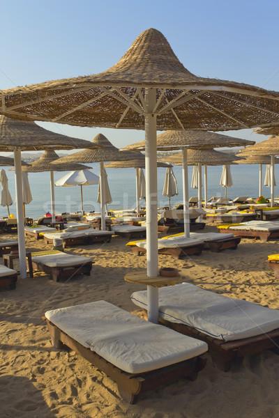 Fedélzet székek tengerpart függőlegesen esernyő forró Stock fotó © frank11
