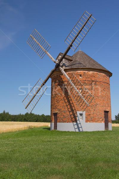 кирпичных Windmill зеленая трава области кукурузы Blue Sky Сток-фото © frank11