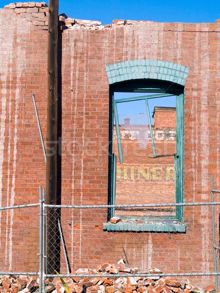Téglafal törött ablak rombolás helyszín égbolt Stock fotó © Frankljr
