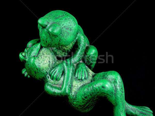 Twee groene romantische omarmen standbeeld glimlach Stockfoto © Frankljr