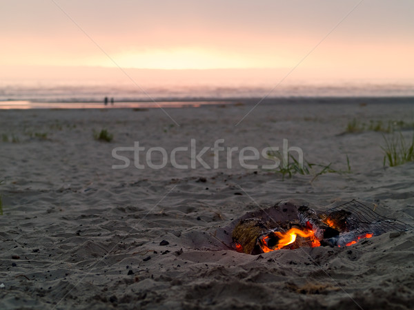 Plaj kamp ateşi akşam karanlığı okyanus turuncu kum Stok fotoğraf © Frankljr