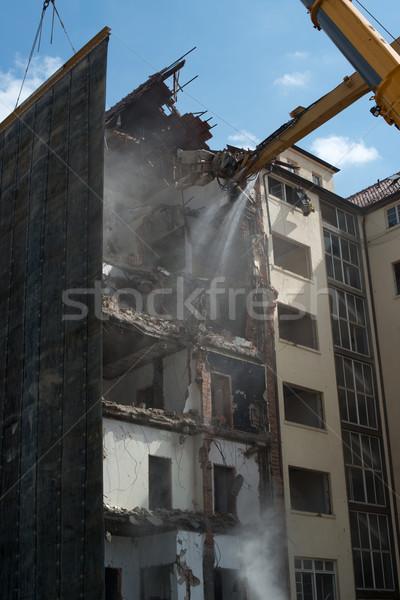 Yıkım Bina büyük ekskavatör beton araç Stok fotoğraf © franky242