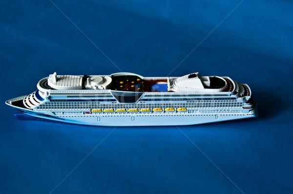 Cruiseschip miniatuur model speelgoed Blauw papier Stockfoto © franky242