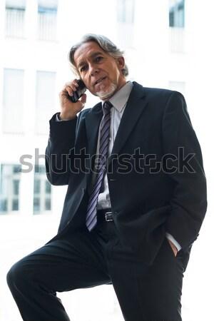 Homme d'affaires téléphone portable âgées élégant immeuble de bureaux lumineuses Photo stock © franky242