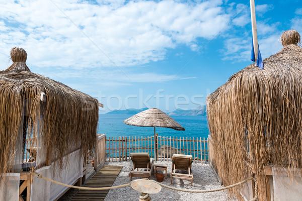 Playa sombrilla cubierta sillas hermosa océano Foto stock © franky242