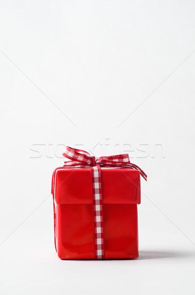 Czerwony szkatułce wstążka łuk oka poziom Zdjęcia stock © frannyanne