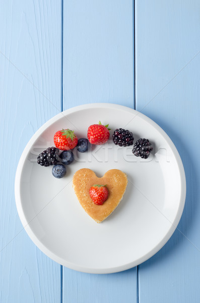 Fruit hart pannenkoek shot ontbijt Stockfoto © frannyanne