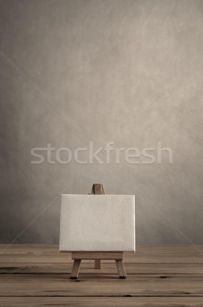 Művészet vászon fából készült festőállvány üres fal Stock fotó © frannyanne