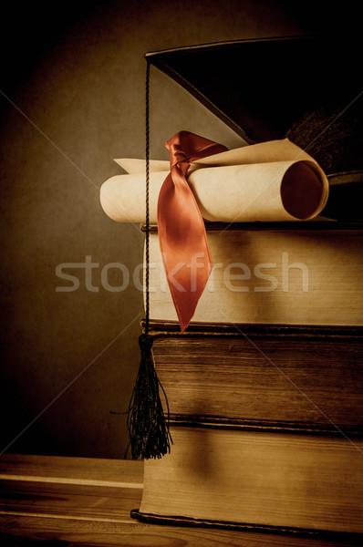 Oktatás érettségi klasszikus boglya öreg könyvek Stock fotó © frannyanne