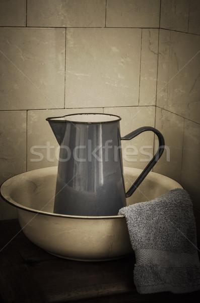 Retro fürdőszoba kancsó fogzománc mos fából készült Stock fotó © frannyanne