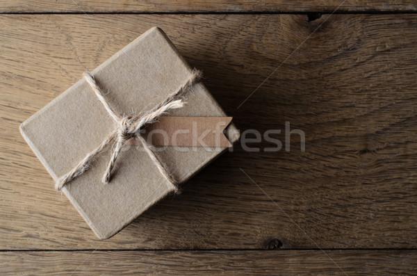 Egyszerű fonal ajándék doboz címke lövés rusztikus Stock fotó © frannyanne