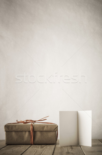 Egyszerű ajándékkártya klasszikus stílus ajándék doboz barna papír Stock fotó © frannyanne