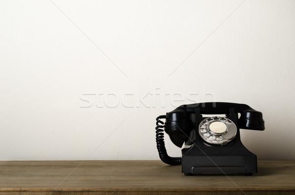 Vintage zwarte antieke telefoon houten bureau Stockfoto © frannyanne