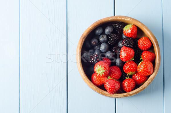 Fruits d'été bol minable vieux bois été Photo stock © frannyanne