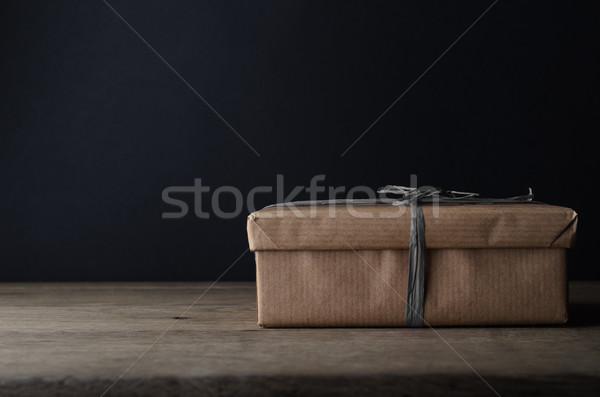 Ajándék doboz barna papír szürke szalag csomagolás sötétszürke Stock fotó © frannyanne