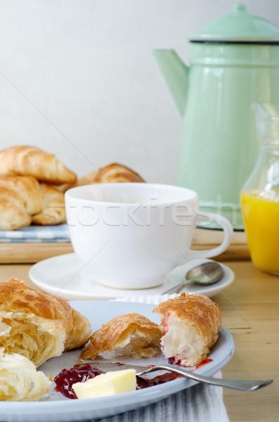 Kontinental kahvaltı ışık ahşap masa tablo kruvasan portakal suyu Stok fotoğraf © frannyanne