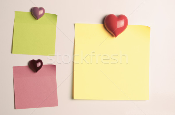 Rappel sticky notes coeur frigo Photo stock © frannyanne
