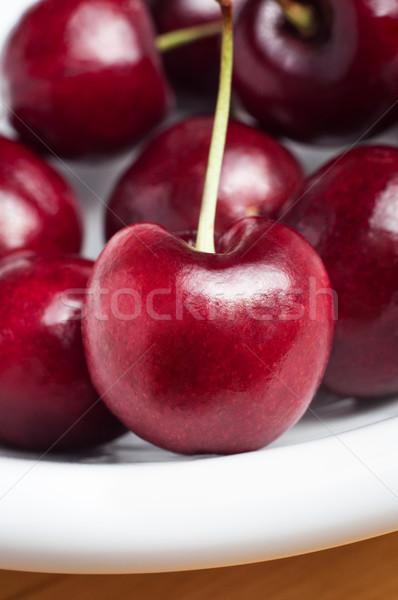 Czerwony wiśni biały tablicy drewniany stół Zdjęcia stock © frannyanne