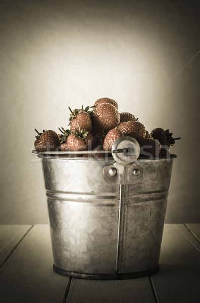 Klasszikus eprek hatás cink fém vödör Stock fotó © frannyanne