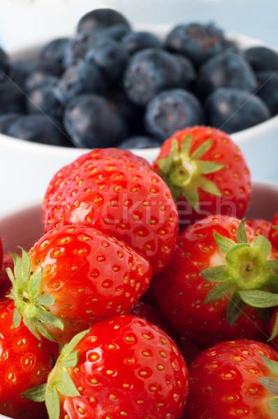 Fruto morangos mirtilos enchimento branco Foto stock © frannyanne