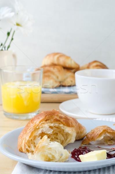 Kruvasan kontinental kahvaltı tablo kruvasan portakal suyu Stok fotoğraf © frannyanne
