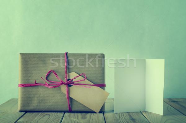 Carta marrone regalo arco scatola regalo etichetta semplice Foto d'archivio © frannyanne