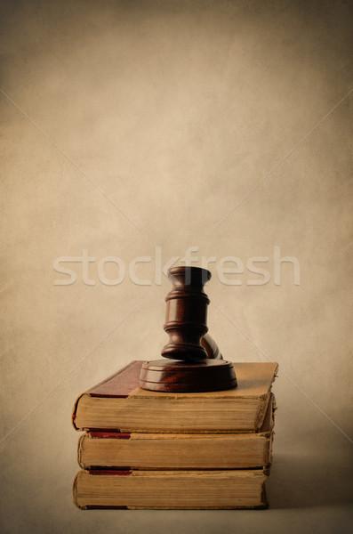 Vecchio libri martelletto giuridica legno Foto d'archivio © frannyanne