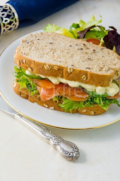 Saumon fraîches salade sandwich chambre Photo stock © Freila