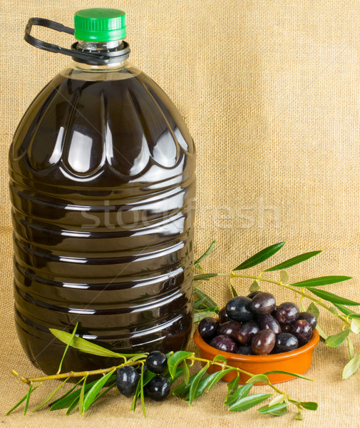 Huile d'olive bouteille fraîches olives espace de copie Photo stock © Freila