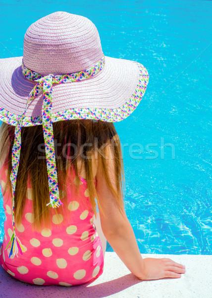 Jong meisje zwembad groot exemplaar ruimte kamer Stockfoto © Freila
