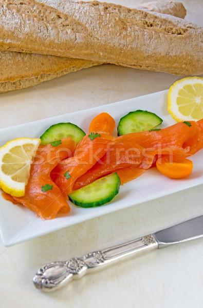 Saumon mise au point sélective fraîches blanche plaque Photo stock © Freila