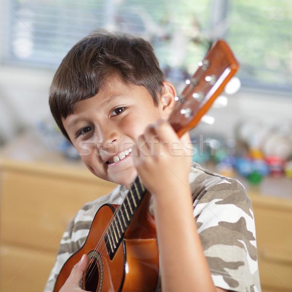 Garçon jouer guitare jeunes souriant heureux Photo stock © Freshdmedia