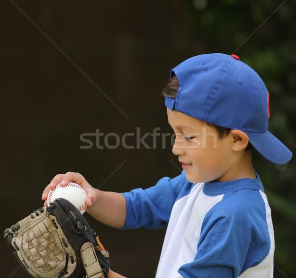 Hispanique garçon jouer gant de baseball jeunes cute Photo stock © Freshdmedia