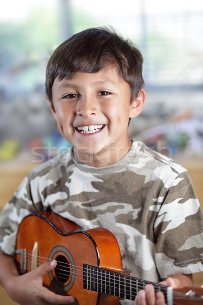 Photo stock: Garçon · guitare · heureux · souriant