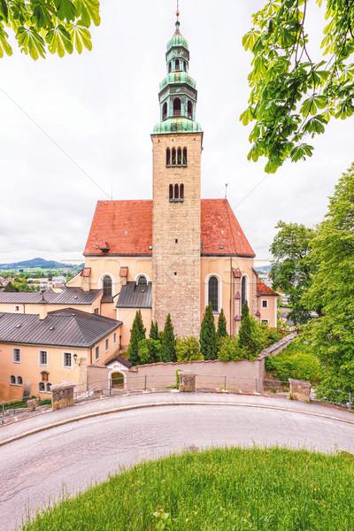 Widoku starych katolicki kościoła zielone czerwony Zdjęcia stock © frimufilms