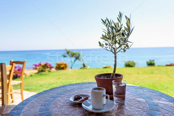 Csésze dohányzóasztal olajfa hagyományos üveg víz Stock fotó © frimufilms