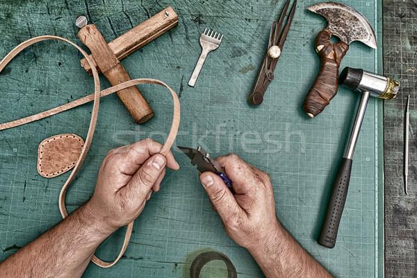 Cuero artesano fabricación herramientas taller Foto stock © frimufilms