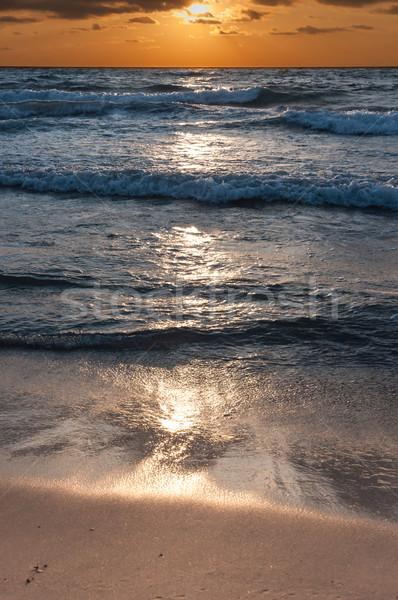 Napfelkelte tengerpart nyár szörf hullámok turizmus Stock fotó © froxx