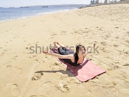 Yoga pose strand leraar schoonheid portret Stockfoto © fxegs