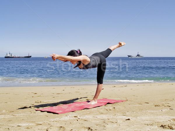 йога создают пляж учитель улыбка морем Сток-фото © fxegs